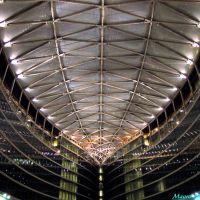Milano, Piazza Città di Lombardia. Particolare veduta notturna della galleria presso il nuovo grattacielo sede della regione lombarda, Милан