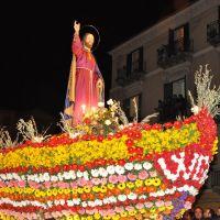 Al grido dei Fogliamari: <<Viva Gesù Nazareno!!!>> Inizia la Settimana Santa a Caltanissetta con la processione di Gesù sulla barca infiorata, per le vie del centro storico - Viale Conte Testasecca  [001]., Калтаниссетта