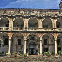 Catania - Chiostro dei Gesuiti, Катания