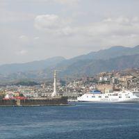Madoninna con Messina sullo sfondo - IL MIO BLOG: http://marcocrupifoto.blogspot.com/, Мессина