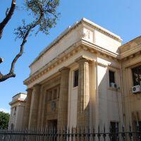 Palazzo di Giustizia (1919-1928) realizzato su progetto dellarch. Marcello Paicentini, uno degli ingressi laterali, Мессина