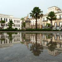 Ein heftiger Regenschauer verwandelte den Domplatz in Palermo kurzzeitig in einen See, Палермо