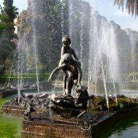 """Palermo, Giardino Inglese: """"Bambini che giocano tra gli scogli"""" di Mario Rutelli, Палермо"""
