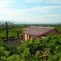 the little villa on the hill at Gianferrante Farmhouse in Sicily, Патерно