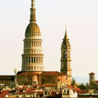 Novara - Cupola e campanile della Basilica di San Gaudenzio - As headlights to the sky to indicate Novara (02), Новара