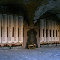 Novara Broletto monumenti hai caduti Partigiani, Новара