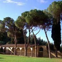 Arezzo - S. Maria delle Grazie - Porzione rimasta del Portico perimetrale (a detta del Vasari, Piero della Francesca vi aveva dipinto un ciclo su S. Donato..patrono di Arezzo), Ареццо