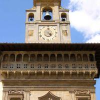 Italy, Arezzo, Bell Tower of the Palazzo della Fraternità dei Laici (14th century) at the Piazza Grande, May 2007, Ареццо