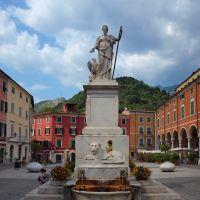 Carrara, Piazza Alberica, Каррара