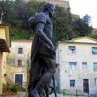 Massa, La Rocca, statua a S. Rocco, Масса