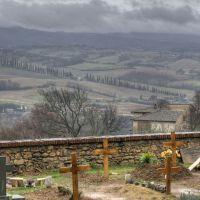 Poggibonsi- Veduta della campagna Toscana dal cimitero attiguo alla Basilica di San Lucchese, Пистойя