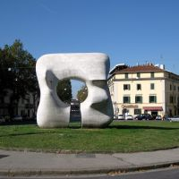 "Ibuco di Prato. They say: ""Ibuco""(the hole).La scultura di  Henry Moore., Прато"