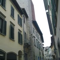 Prato - V. Garibaldi - torre medievale, Прато