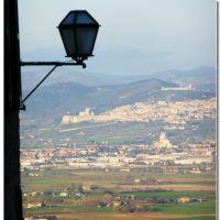 veduta su Assisi la Rocca e SMaria degli Angeli, Перуджиа