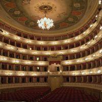 Teatro Comunale Luciano Pavarotti, Модена