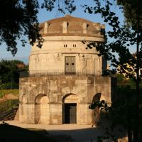 The mausoleum of Theoderich in warm evening light, Равенна