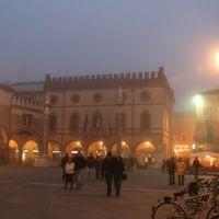 Piazza del popolo immersa nella nebbia.., Равенна
