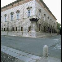 Palazzo dei Diamanti (Ferrara), Феррара
