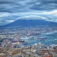 Neapol, widok na Wulkan Wezuwiusz ( widok z pałacu królewskiego), Неаполь