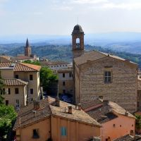 Perugia: la Chiesa di Santo Spirito e il Campanile della Chiesa di Santa Giuliana. (23-08-2010), Перуджа