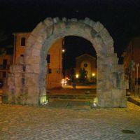RIMINI PORTA MONTANARA IN NOTTURNO, Римини