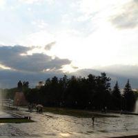 Фонтаны перед дворцом Республики, панорама из 6-ти снимков, 2007г., Алматы