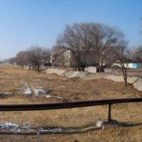 """Канал """"Шошкалысай"""", вид с моста в сторону трассы Алматы-Талдыкурган, Капчагай"""
