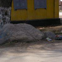 Камни на перекрестке Макешева - Фрунзе, Каскелен
