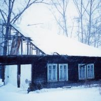 Rest of a 1940s barrack in Leninogorsk (now Ridder), Kazakhstan. This picture was taken in December 2000, when the building was still inhabited. It has probably been demolished by now., Лениногорск