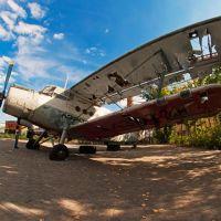 stazionar broken old plane (old tech stazionar exibition), Усть-Каменогорск