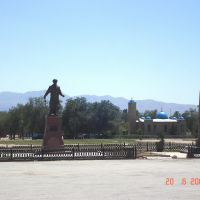 Otar. Central square with a mosque and a monument of prominent Kazakh poet and musician Kenen Azerbayev, Отар