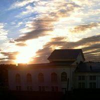 Voshod nad dvortsom Opery i Baleta, Бейнеу