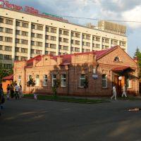 У гостиницы, Петропавловск