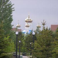 Храм возвышается над парком / Temple towers over the park, Таскескен