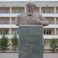 kustanay - Qostanay 20-6-2004 Monumento a Ibrai Altynsarin, Амангельды