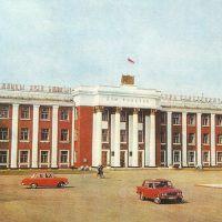 Красный дом и красные машины., Кокшетау