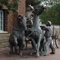 Sculpture in Red Deer, AB, Canada, Ред-Дир