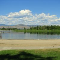 Thompson River beach in Kamloops, Камлупс