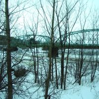 Old Bridge Through the Branches in Drummondville, Драммондвилл
