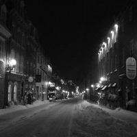 Hiver en noir et blanc: rue Saint-Louis, Сант-Хуберт