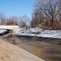 Etobicoke Creek Diversion. Scott St. Bridge. Spring Runoff., Брамптон