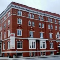 YMCA - Laurier University Housing, Брантфорд