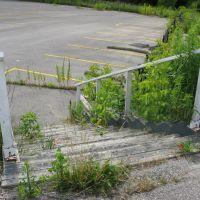 Stairs to abandoned golf course, Ричмонд-Хилл