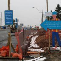 vivaNext Pedestrian Sign at East Beaver Creek, Ричмонд-Хилл