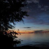 Looking north across Lake Ontario toward Burlington & Oakville, Стони-Крик