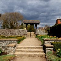 Shakespearean Gardens entrance from the garden in Stratford, Ontario, Стратфорд