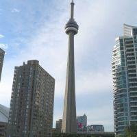 Canada, la ville de Toronto et la Tour CN, la Tour Nationale du Canada est une tour de 553,33 mètres de haut, Торонто