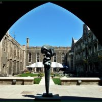 Hart House courtyard and Sorel Etrog sculpture (1962). Part of University of Toronto., Торонто