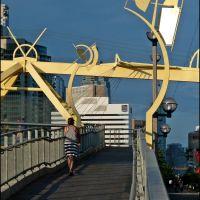 Puente De Luz, the newest Toronto pedestrian bridge. Chilean sculptor Francisco Gazitua, 2012, Торонто