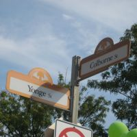 Yonge Street at Colborne Street Sign, Торнхилл